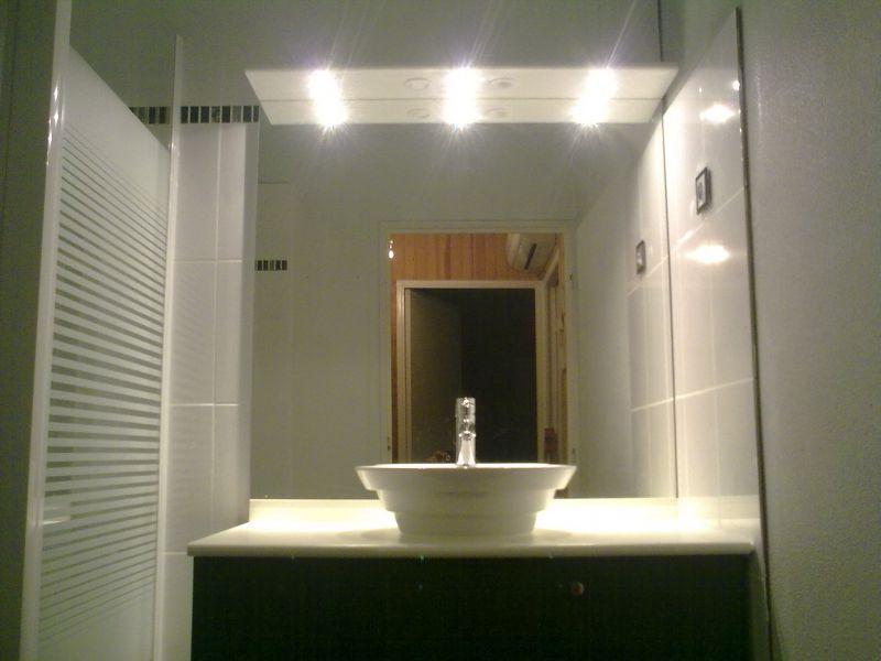 Salle de bains petit espace durand plomberie for Solution salle de bain petit espace